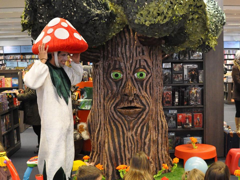 Το δέντρο που μιλάει στο μαγεμένο δάσος